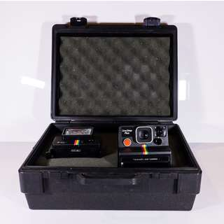 Polaroid OneStep Plus with Q-Light Flash Boxset