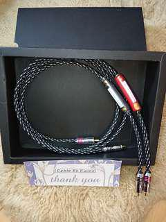 Silver Rca interconnect audiophile cable.
