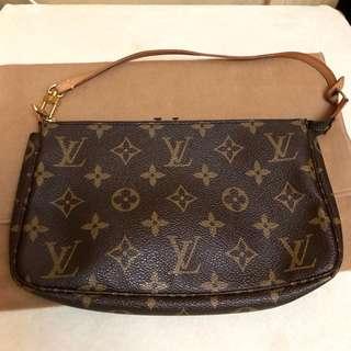 Louis Vuitton LV monogram clutch bag😍like new