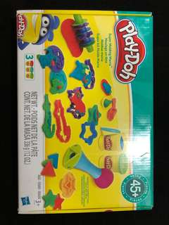 Almost New Play Doh Set