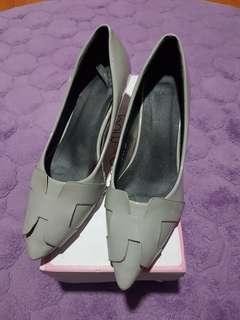 Bowbow grey heels