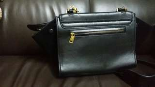 Celine medium size has 1 part of bag loose need to fixs.but bag still can lock