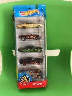 Hotwheels baru beli kemarin 1 set isi 5 cars di Kids station