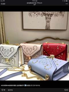 Michae kors mk吉普賽風格個背包 納帕牛皮 鉚釘和刺繡裝飾 浪漫氣質