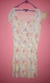 Dress bunga with back lace