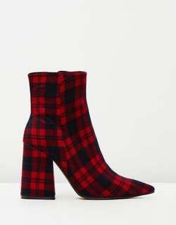 Alias mae boots