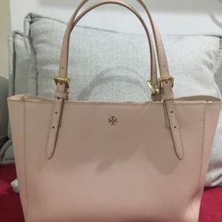 Selling low!!! Tory Burch (100% authentic)