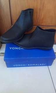 Pantovel boots yongki komaladi