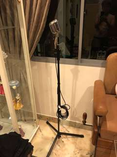 Microphone w/stand. Working