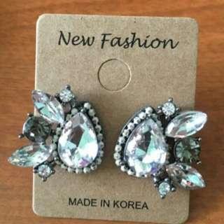 Earrings (made in Korea)