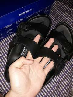 Original birkenstock 1500 nlng. Good condition hndi masyadong nagamit need cash pwede pa tawaran