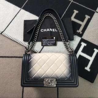 Chanel boy 25
