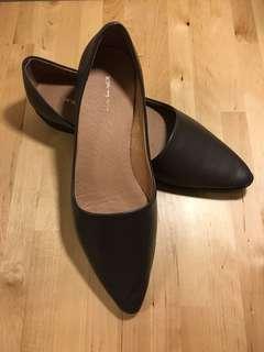 🚚 時尚羊皮尖頭女鞋