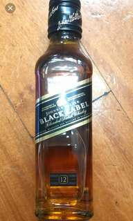 舊版Johnnie Walker Black Label 12年威士忌200ml 一支 。