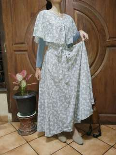 Gamis muslimah, baju muslim abu abu, gamis modern.