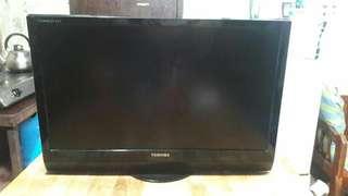 LCD FLATSCREEN TV
