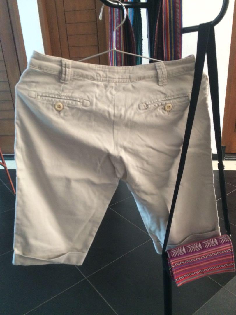 Beige Shorts (Celana Pendek Krem)