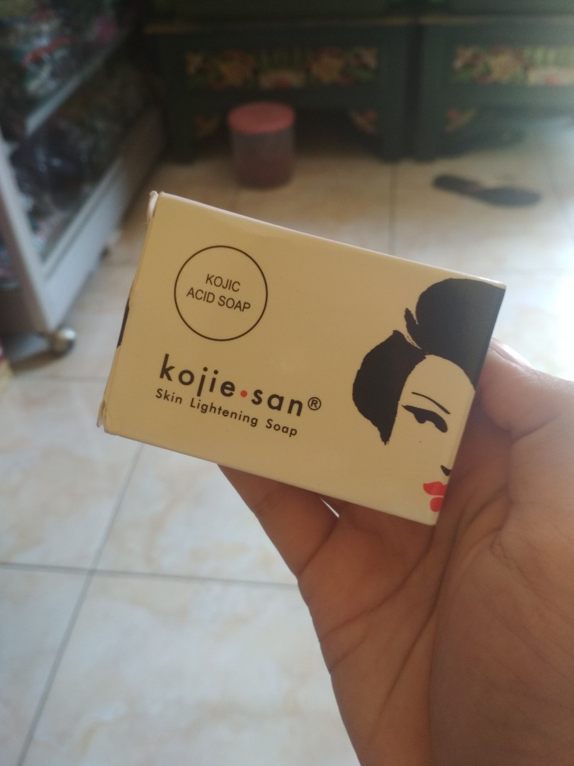 Kojie San Sabun Pemutih Whitening Soap Kesehatan Kecantikan Kojic Perpect Kulit Tubuh Di Carousell