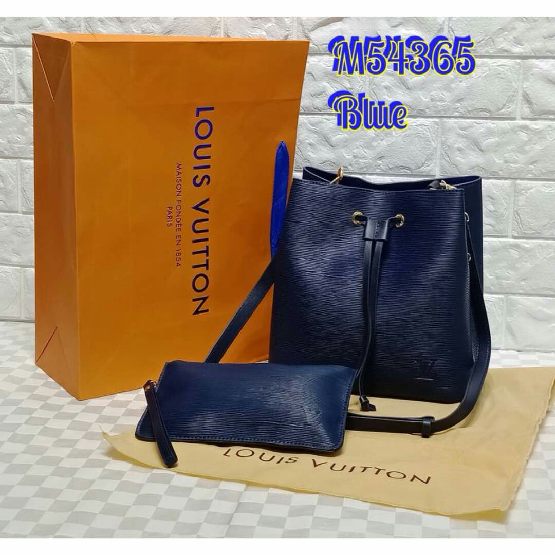 5d3a2e32ff4 Louis Vuitton Neo Noe EPI Drawstring Shoulder Bag Navy Blue Color ...