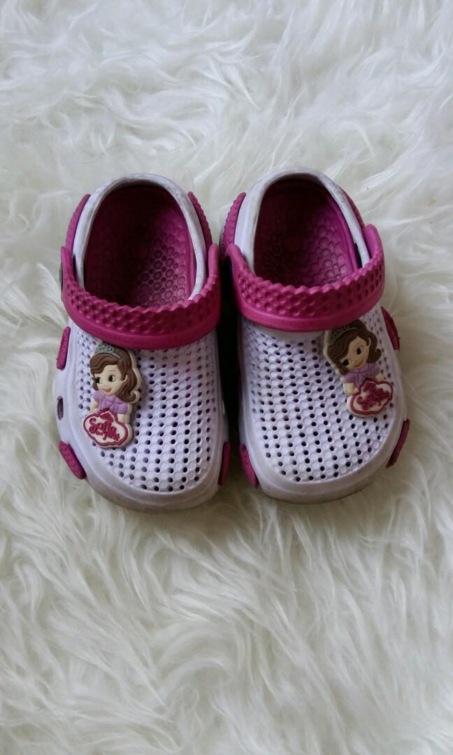 24d95fbedbea01 Sepatu Sendal Princess Sofia ungu crocs