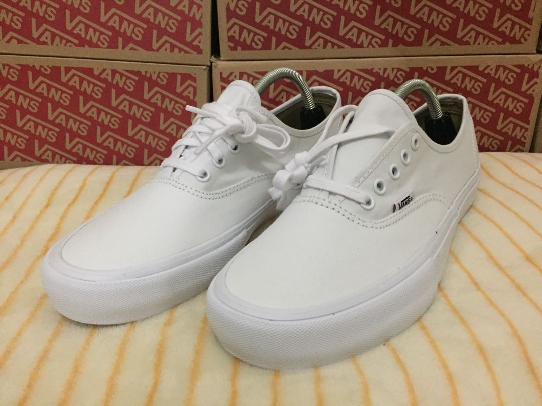 ea9cdb0746e995 Vans Authentic Pro True White