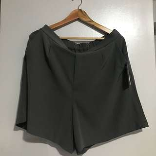 Uniqlo High Rise Drape Flare Shorts Plus Size