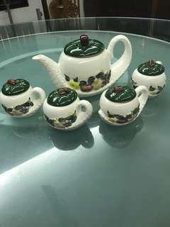 Unique tea set (Toyo Ceramic Japan)