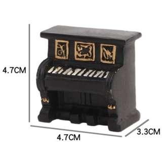 RENTAL - MINI PIANO TABLE DECOR
