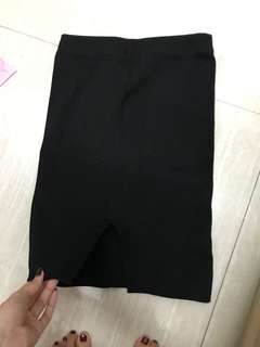 🚚 黑色包臀裙
