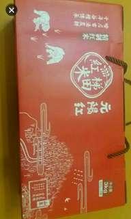 """出售""""元陽紅""""雲南哈尼族梯田紅米三公斤禮盒裝"""