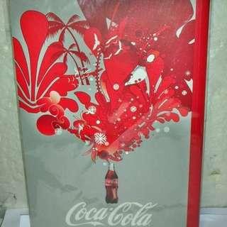 aaL皮商旋.(企業寶寶玩偶娃娃)全新附袋未用可口可樂(Coca Cola)筆記本!--值得擁有!/黑箱19/-P