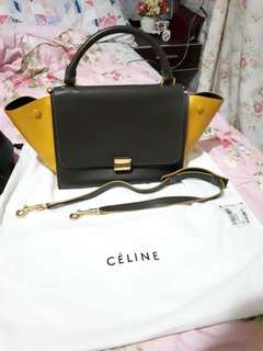 Preloved Celine trapez 2 tone  Brown black  Excellent condition  2012 Dust bag replacement, strap&tag