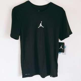 🚚 Nike Jordan 上衣