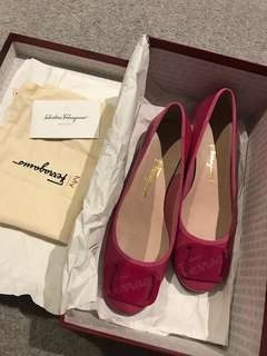 Brand new authentic Ferragamo Pump size37