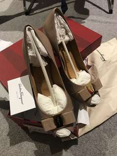 Ferragamo high heel in nude size37