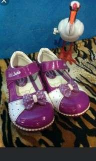 Sepatu dans