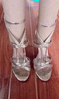 Parisian Elegance Matte Gold Sandals Preloved💖💖💖