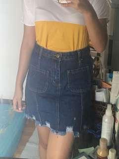 Two pockets denim skirt