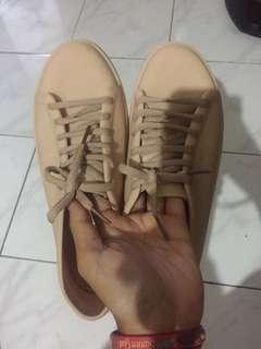 Sepatu plastik