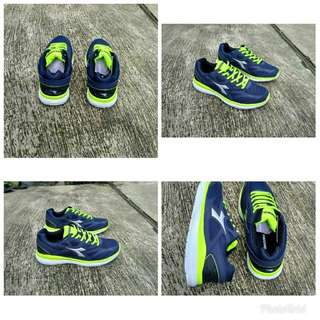 Diadora dosto navy lime original like new size 41