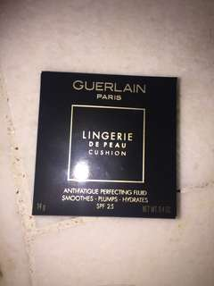 Guerlain lingerie de peau anti fatigue fluid smoothes/plumps hydrates spf 25