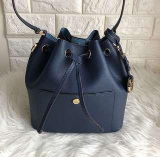 MK greenwich medium bucket bag navy/sky