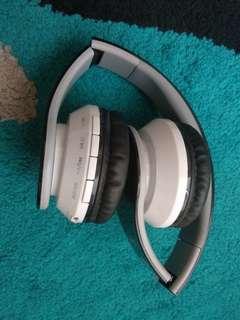 Headphones bluetood