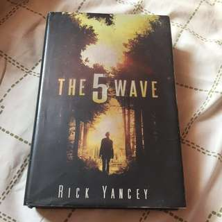 The 5th Wave by rick yancey (hardcover)