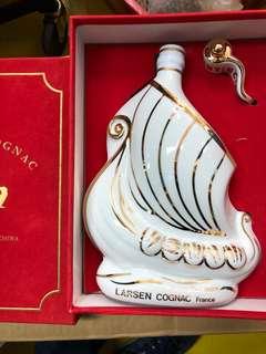 陳年舊酒白色瓷帆船Larsen  700ml