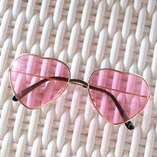 kacamata pink / sunglasses