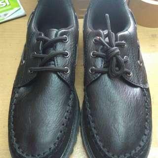 Sepatu skul import