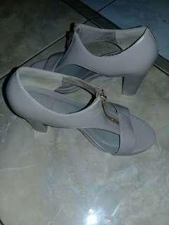 Sepatu import hk