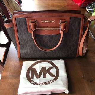 MK Michael Kors 100% authentic selma monogram