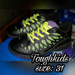 Toughkids brandnew mall pull out shoes